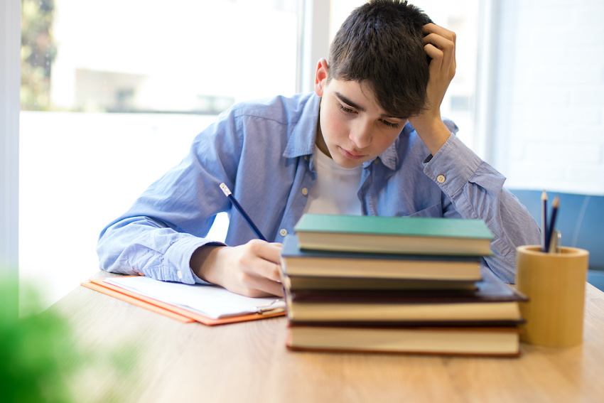 In-person vs. online tutor: A stressed student studies alone