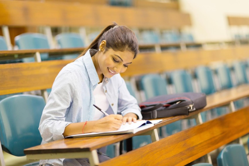 How to apply for financial aid: student studying in lecture room