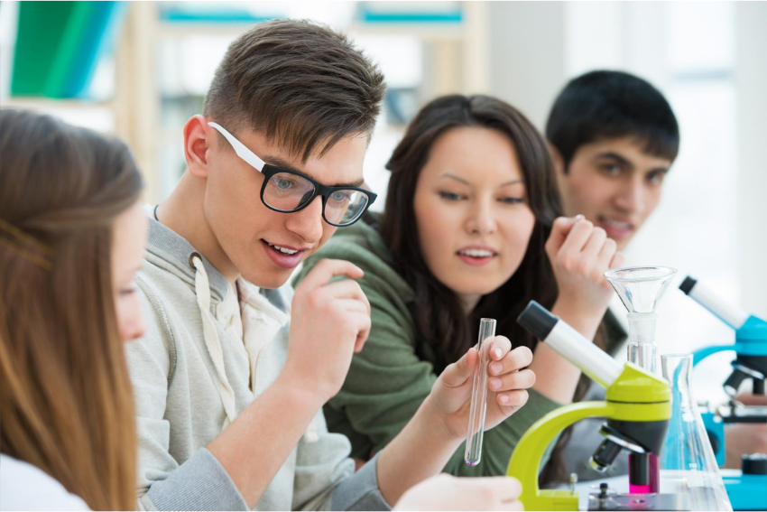Biology tutor: Group of students in a Biology class