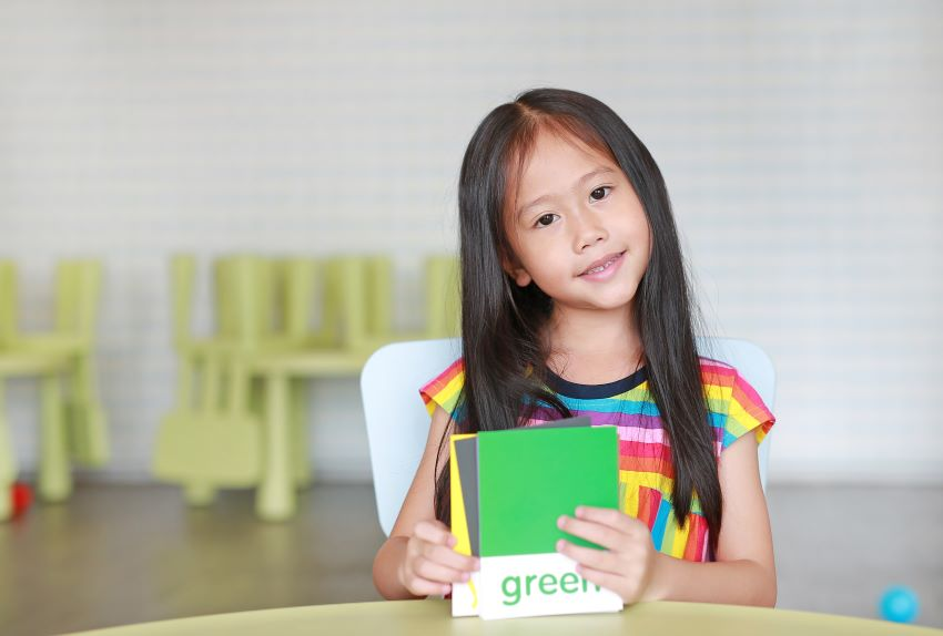 How to make flashcards: A female student holds flashcards on identifying colors